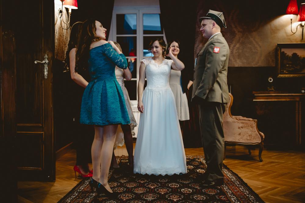 fotograf ślubny legnica wesele pałac Konary zdjecia w pałacu Konary