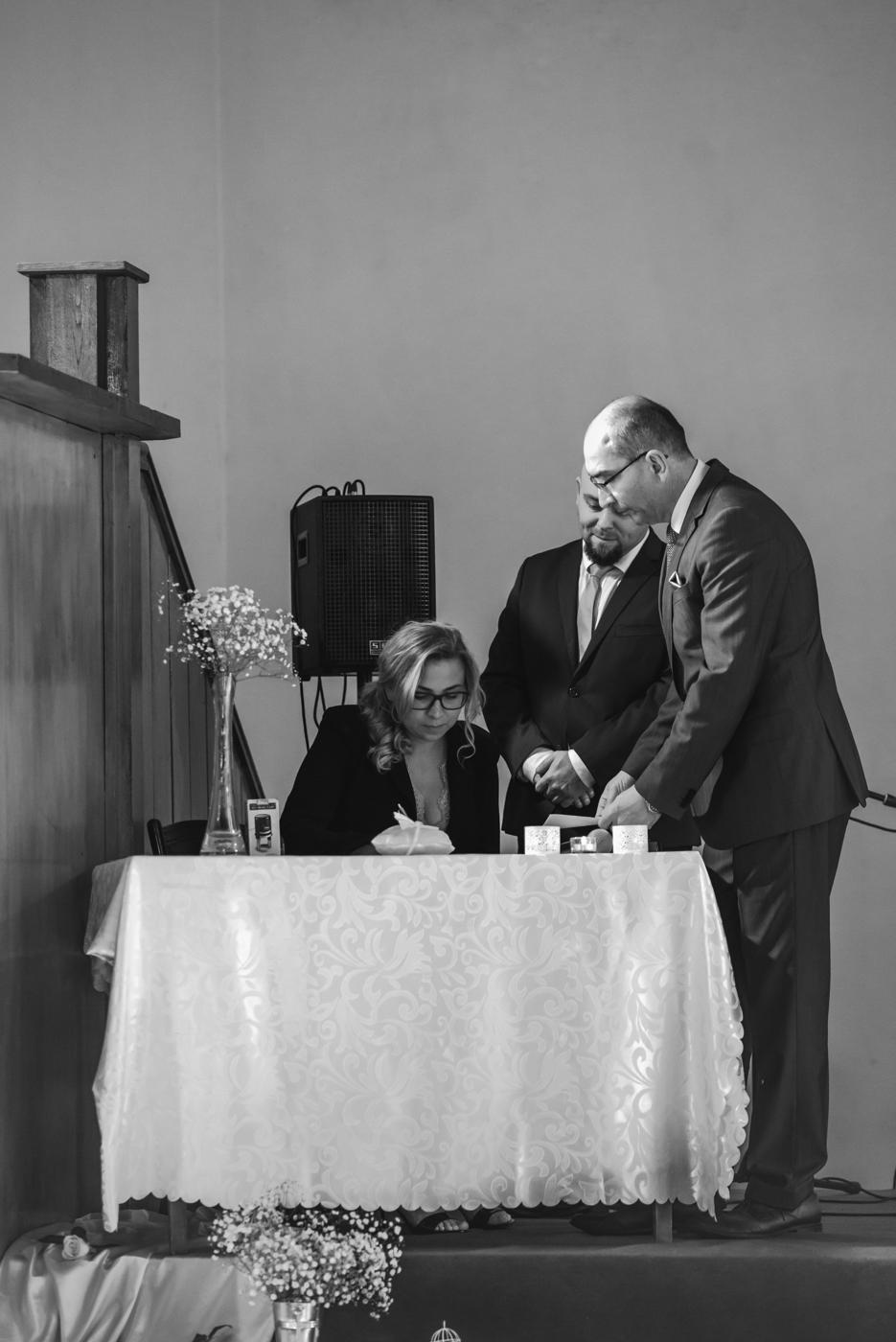 Fotograf Jelenia Góra. Fotografia Ślubna Jelenia Góra. Zdjęcia ślubne Dwór Korona Karkonoszy Sosnówka. Młoda para